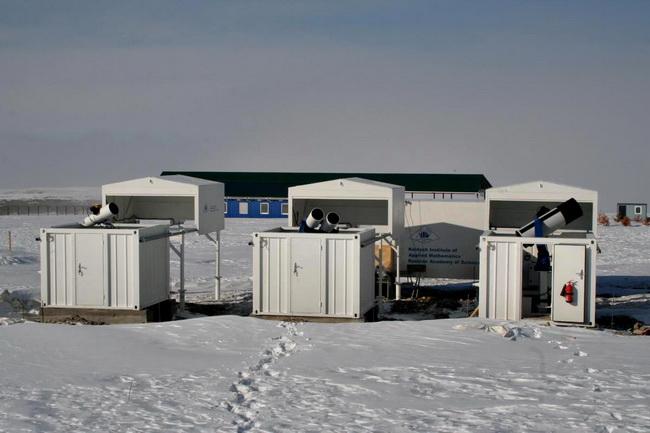 Экспериментальный оптический пункт ЭОП-1 в обсерватории ISON-Kislovodsk сразу после установки в декабре 2011 г.